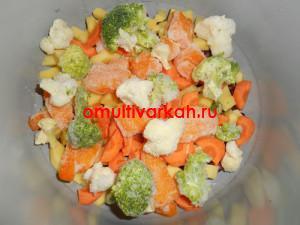 Далее добавьте цветную капусту и брокколи