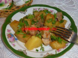 Картофель с мясом, тушеный в мультиварке (рецепт с фото)